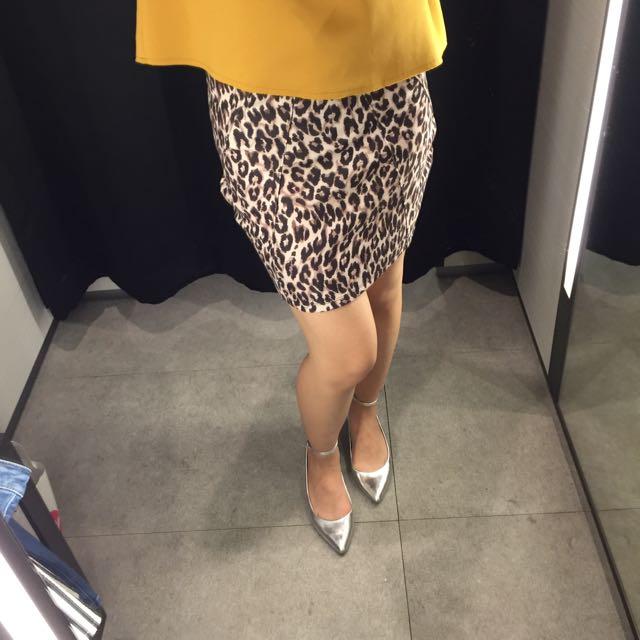 清倉拍賣📣Bershka豹紋短窄裙