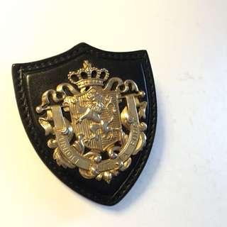 MIU MIU 限量皇室徽章別針 金屬+黑皮革