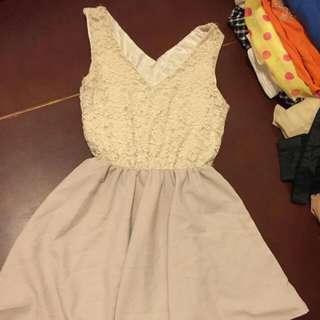 米白色蕾絲連身裙