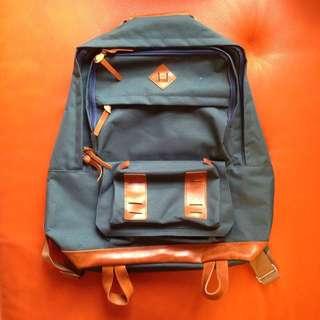 防潑水藍綠色後背包