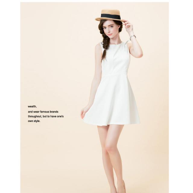 白色露背傘狀無袖洋裝