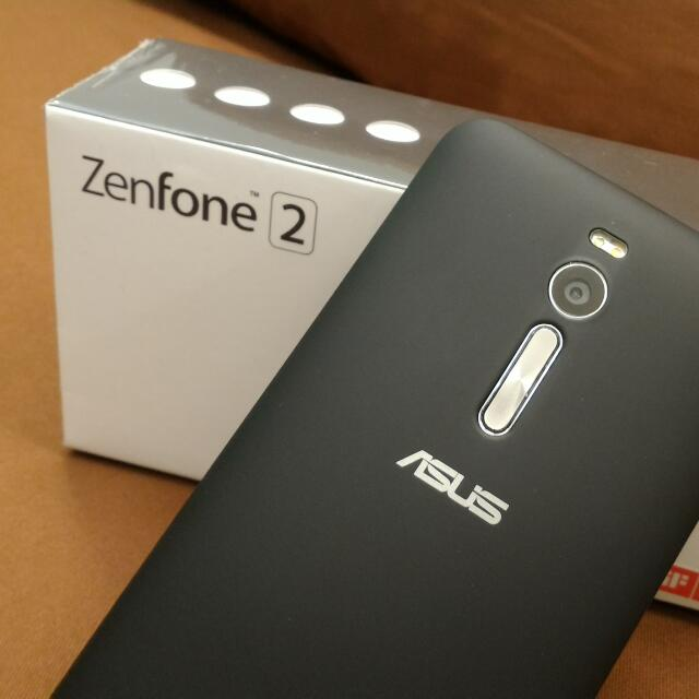 華碩 ASUS Zenfone 2 ZE550ML(2+16G)  九成新,已貼玻璃保護貼
