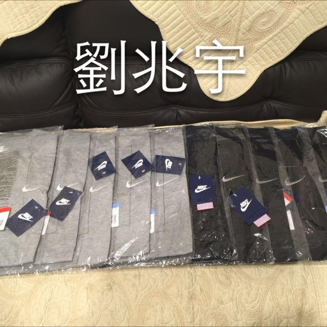 全新日本專櫃帶回Nike 勾勾Logo素T 灰 黑 男女皆可穿