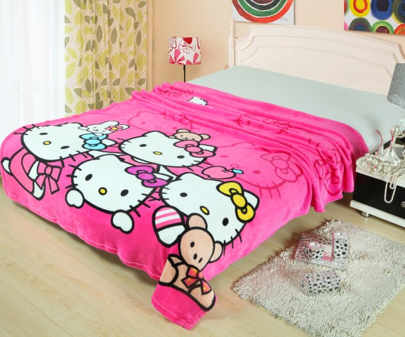 Selimut Bulu Hello Kitty Family