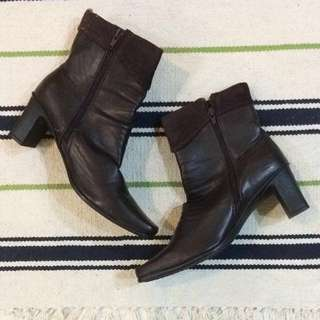 SIZE 8! NEW! Brown Suede Trim Boots