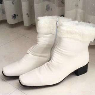 SIZE 8! NEW! FREE POST! White Faux Fur Boots Shoes
