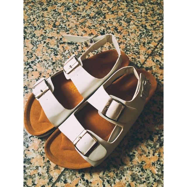降價❗️全新賠售  白色軟木塞底涼鞋✌🏻️