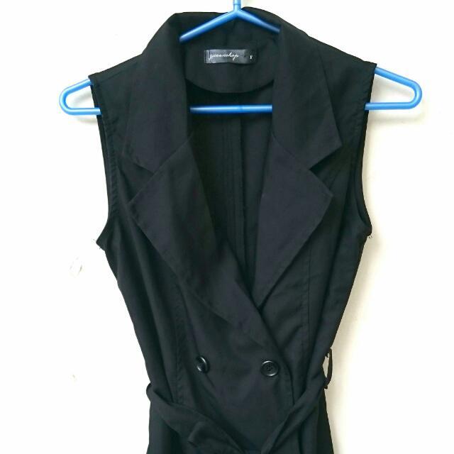 黑色無袖排扣衣