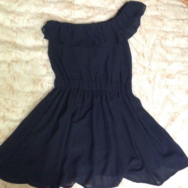 黑色顯瘦斜肩洋裝