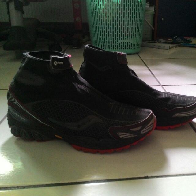 Saucony登山防水鞋