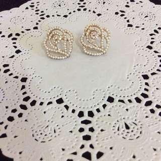 珍珠鏤空玫瑰氣質耳環