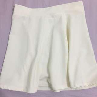 白色小圓裙