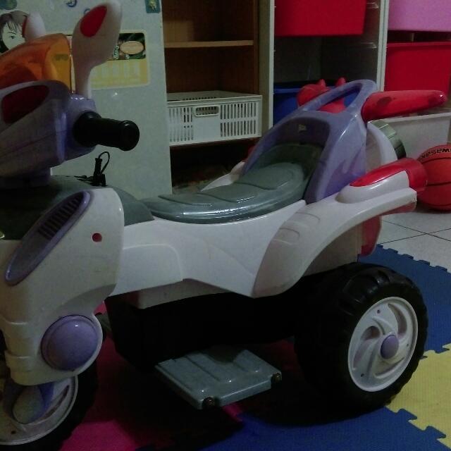 兒童電動機車