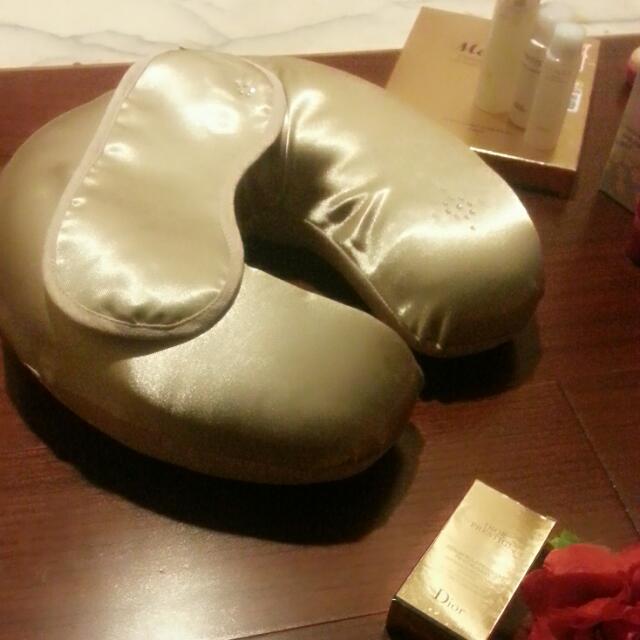 降價!緞膚金色空氣棉頸枕靠枕
