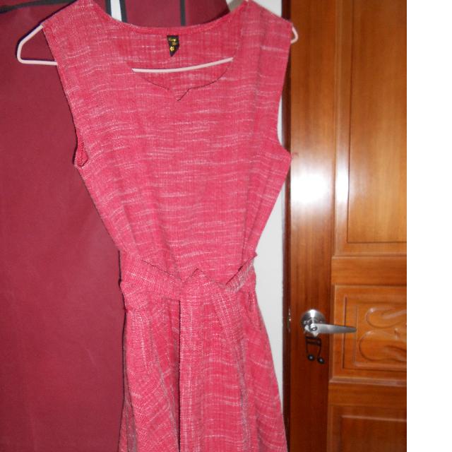 紅色連身洋裝
