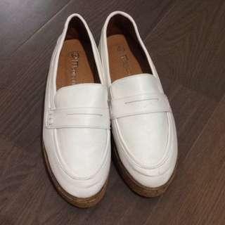 全新厚底小白鞋24.5(39)