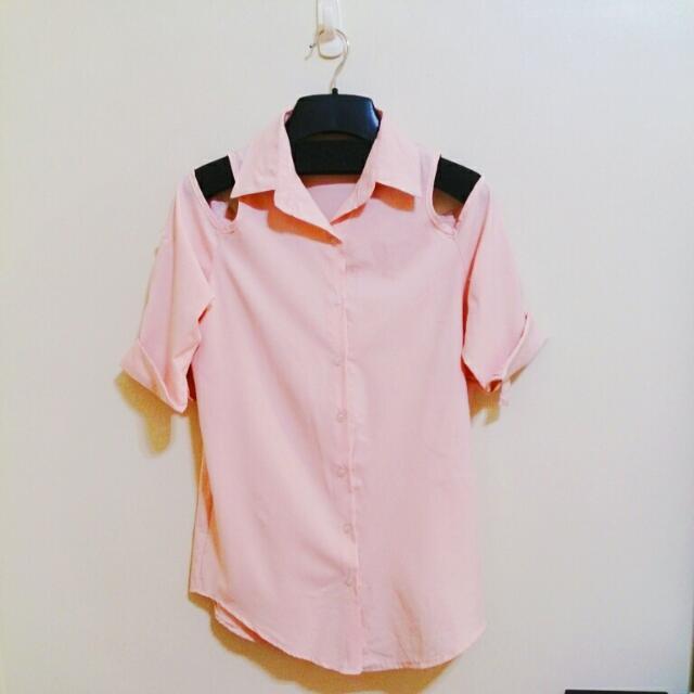 粉嫩色挖肩襯衫