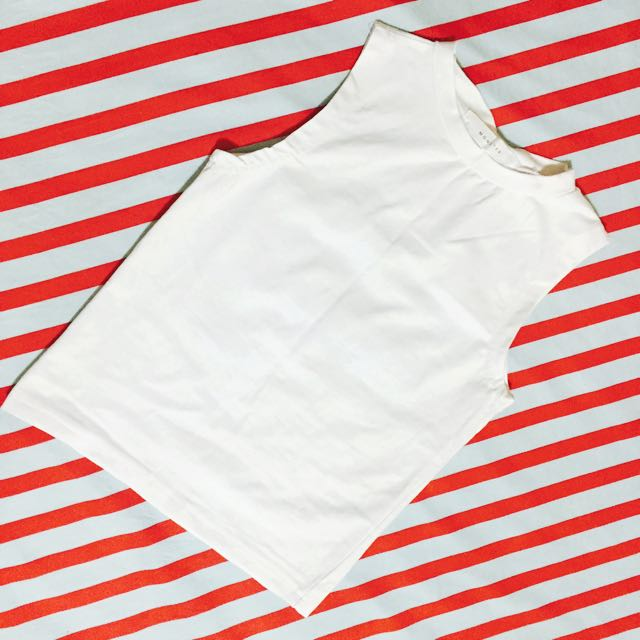 (保留中)白色半高領合身背心