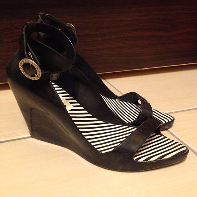 黑色楔型高跟膠鞋