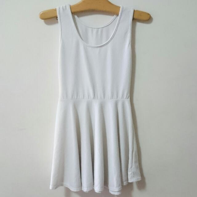 米白小洋裝(襯裙/婚禮/聚餐)