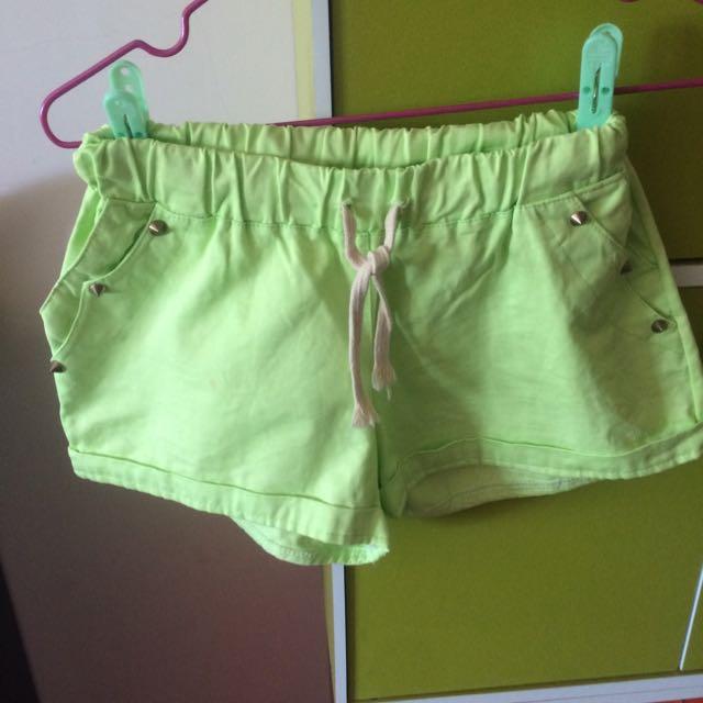 螢光綠 短褲 卯丁