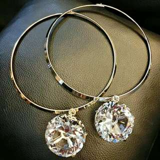 Silver neck ring with diamond