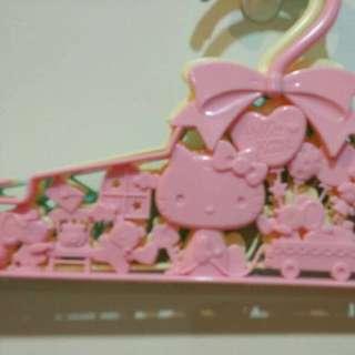日本帶回~可愛kitty造型衣架~3入ㄧ組~~~