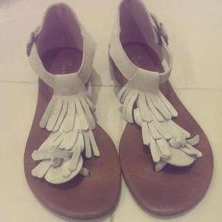 流蘇麂皮涼鞋
