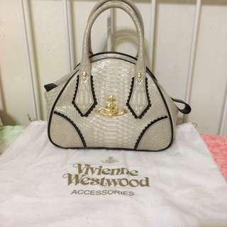 英國帶回正品Vivienne Westwood 白色蛇紋漆皮 保齡球包