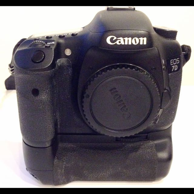 Canon 7D (body + Battery Grip)