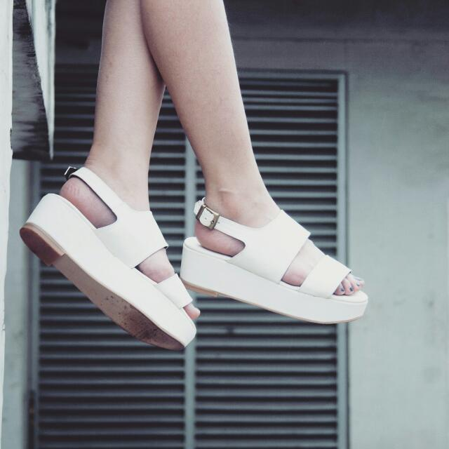 Lexie Flatform In White