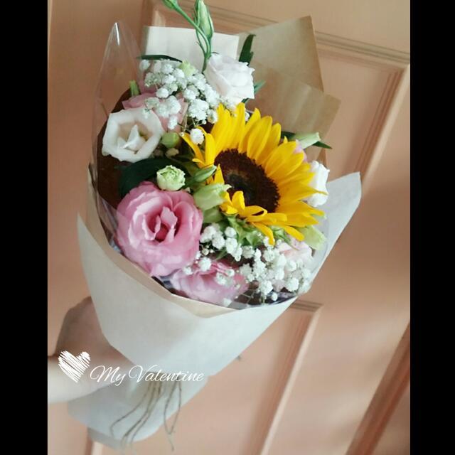 Sunflower Hand Bouquet - Graduation Flowers / Birthday Flowers ...