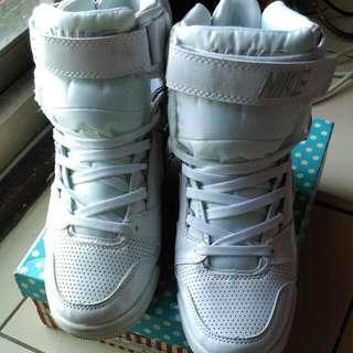 NIKE 白色增高鞋  [已訂]