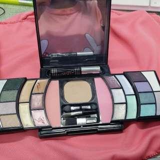 多色彩妝盒