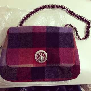 美國 AE 毛料紅格紋包