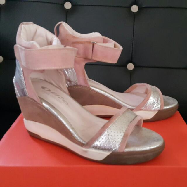 粉紅厚底涼鞋運動風