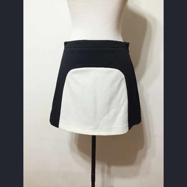 黑白幾何色塊拼接A字裙