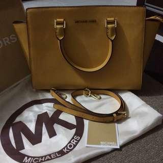 Mark Dwn $200 Michael kors Selma Large In Yellow