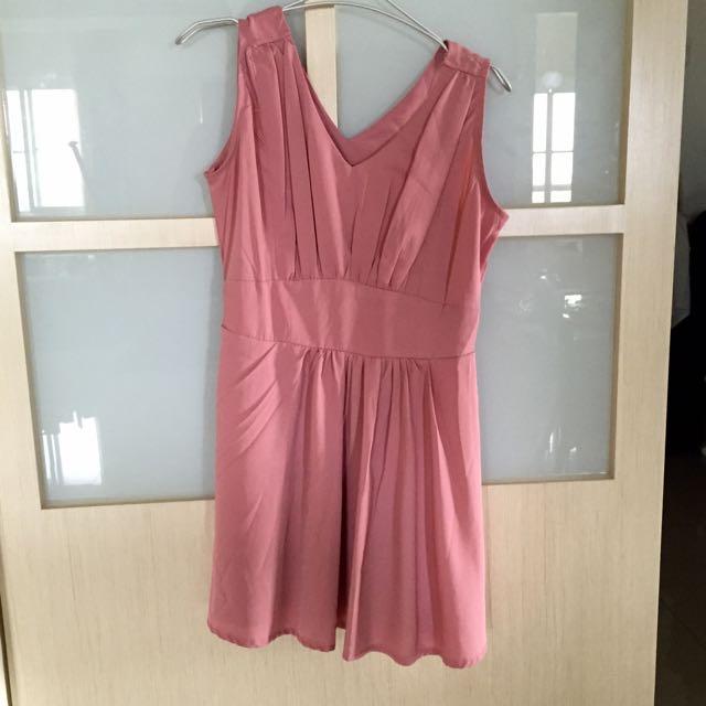 粉色無袖小洋裝