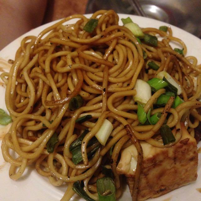 醬油蔥花炒麵與醬油煎豆腐
