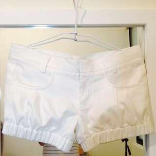 白色燈籠短褲