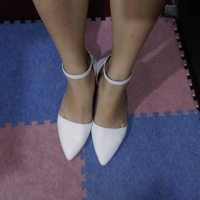 白色細根尖頭鞋