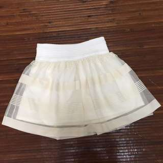B15. 日本帶回米白條紋蕾絲挺版蓬蓬短裙