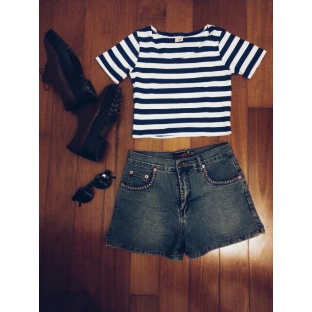 短板藍條紋上衣/民族風牛仔短褲/復古太陽眼鏡/酒紅復古厚底鞋