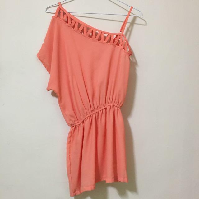亮橘斜肩裙