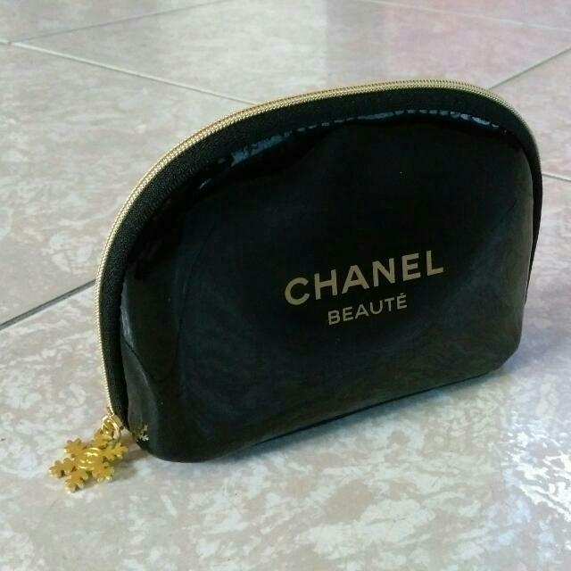 Chanel 黑亮漆皮化妝包
