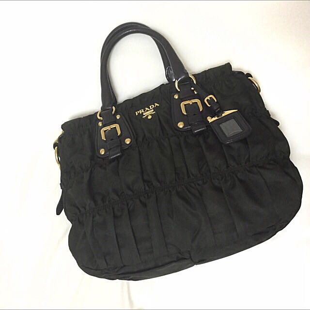 d8196296a8 ... discount prada bag classic tessuto gaufre luxury on carousell b40b1  98848