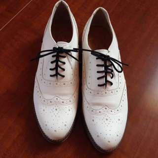 保留中。Made In Korea牛津雕花皮鞋(白色)