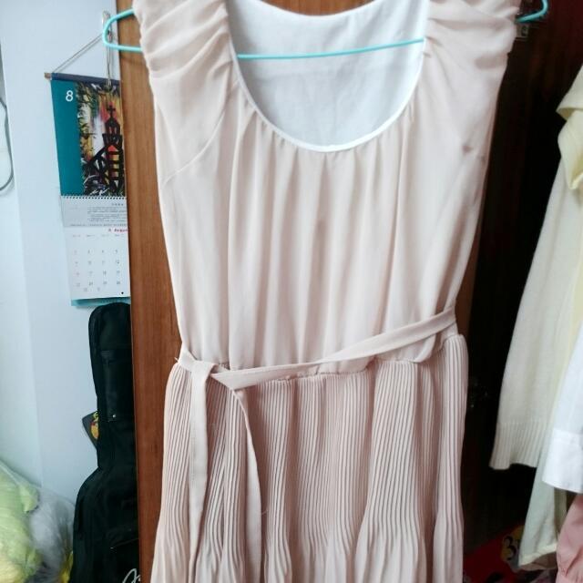 杏色百摺雪紡洋裝