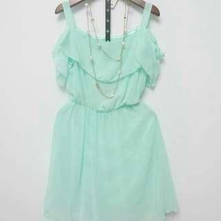 類似圖中的粉綠洋裝